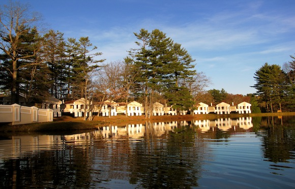 Poconos couples romantic cottage related keywords for Couples long weekend getaway