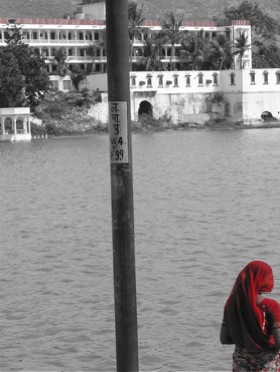 rpushkar-lake-woman.jpg